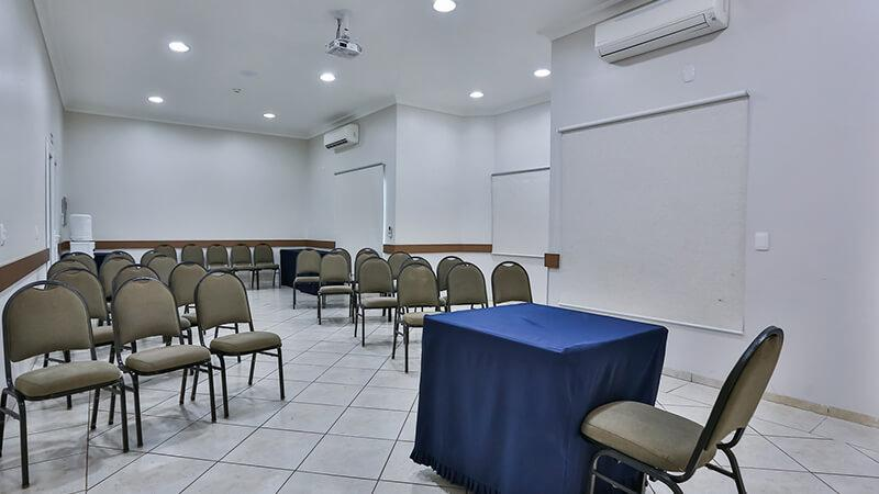 Ucayali Hotel Sala Mogno 02
