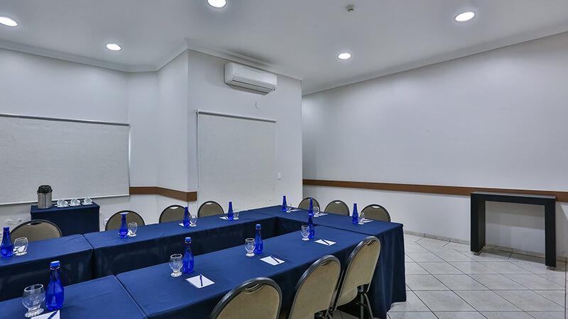 Ucayali Hotel Sala Mogno 12